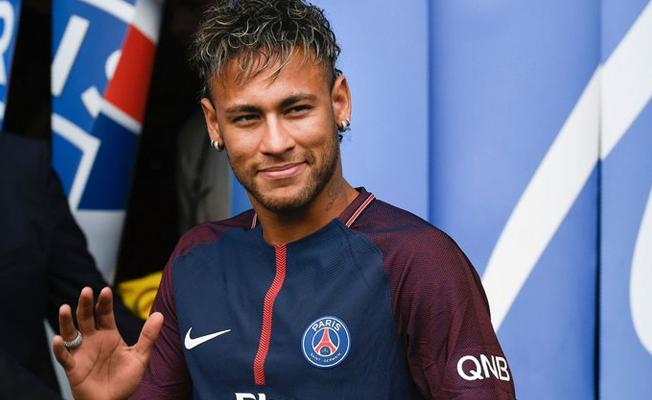 Neymar, Barcelona için FIFA'ya gitti