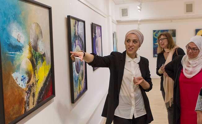"""Türk sanatçıdan Londra'da """"Kainatın Zerreleri"""" sergisi"""
