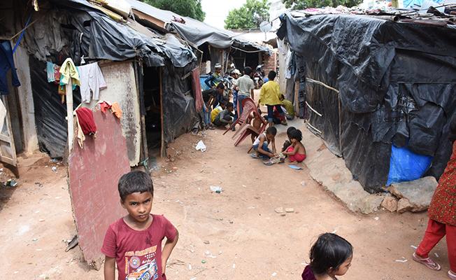Hindistan'a giden Arakanlıların zorlu yaşam mücadelesi