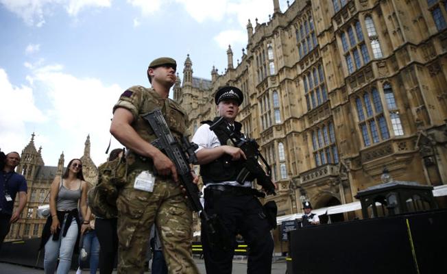 İngiltere'de asker sokağa iniyor