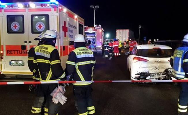 Almanya'da 3 Türk genci trafik kazasında öldü