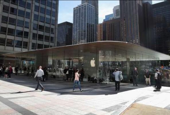 Apple, çatısı 'MacBook' şeklinde olan mağaza açtı