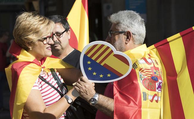 Barselona'da bağımsızlık karşıtları sokakta
