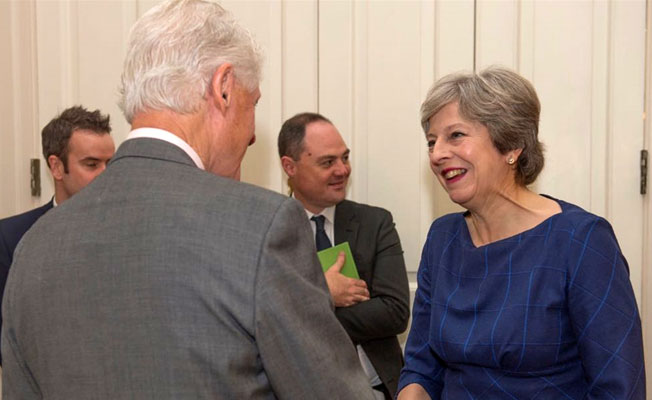 May, Bill Clinton ile 'Kuzey İrlanda'yı konuştu