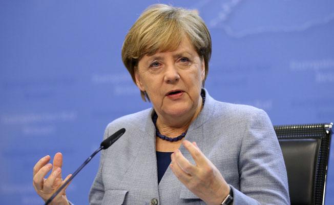 Merkel, AB Zirvesinde yalnız kaldı