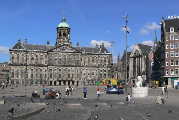 Amsterdam'da meydanlara beton bloklu güvenlik önlemi