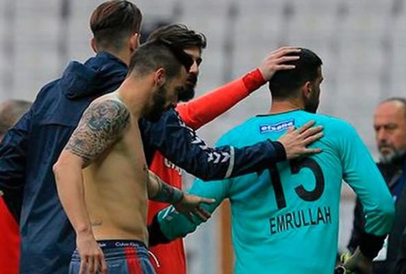 Beşiktaş'tan 9 gol yiyen kaleci Emrullah'tan 8-0 Tweet'i!