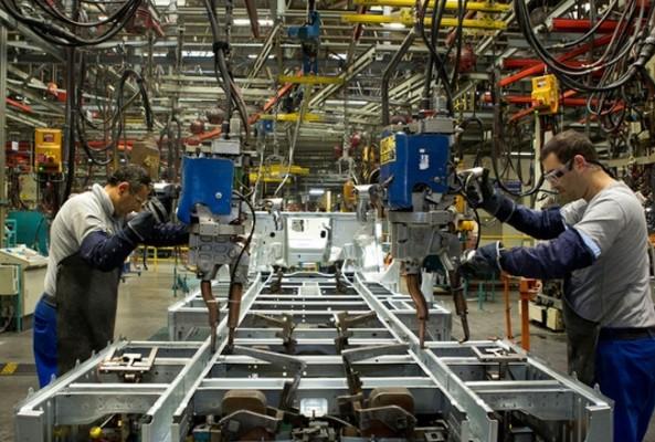 Birleşik Krallık'ta imalat sektörü büyümesi hızını artırdı