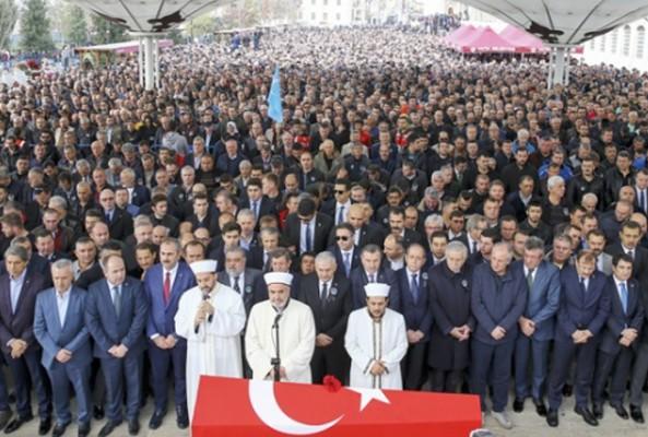 Naim Süleymanoğlu'nu binlerce kişi uğurladı