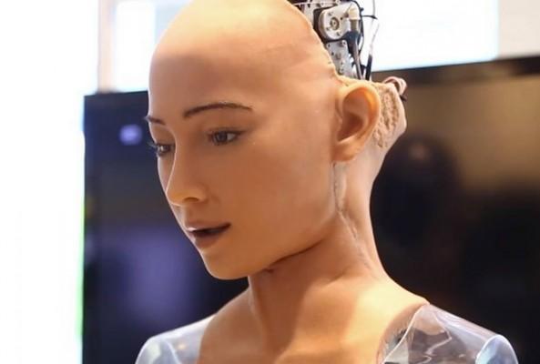 Vatandaşlık hakkı alan ilk robot Sophia, aile kurmak istiyor