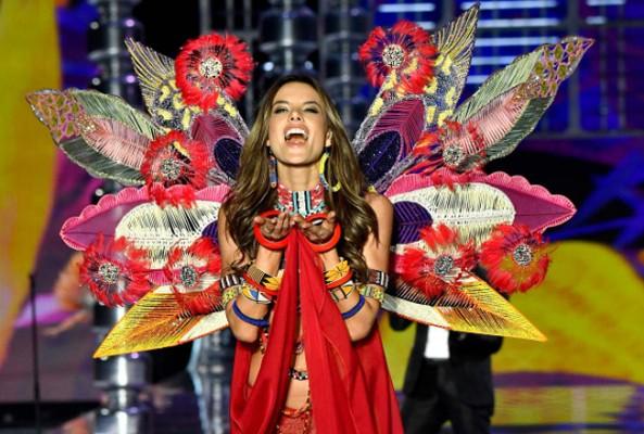 Alessandra Ambrosio, Victoria's Secret yolculuğunu noktaladı