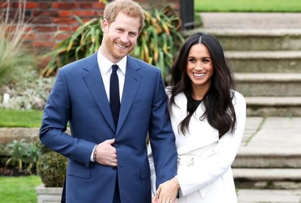 Kraliyet ailesinin yeni gelini futbolcu Ashley Cole ile mesajlaşıyor