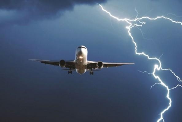 THY uçağına yıldırım çarptı
