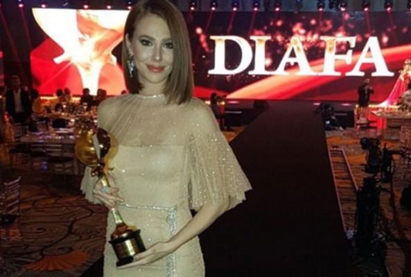 Elçin Sangu Dubai'de ödül aldı