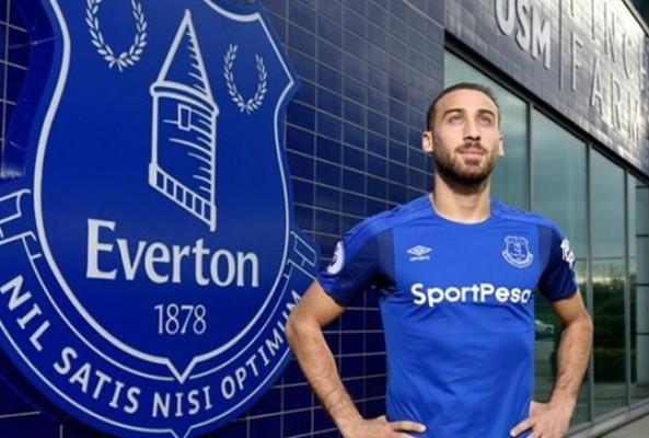 Everton, Cenk Tosun'un Formalarını 370 Liradan Satıyor