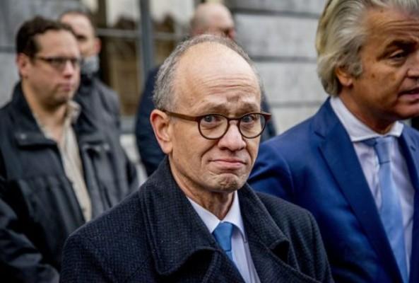 Hollandalı ırkçı adaydan 'camileri yakma' vaadi