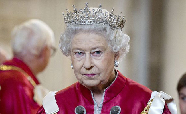 Kraliçe Elizabeth'in tacı Nazilerden böyle saklandı