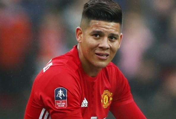 Manchester Unitedlı Rojo, bu terliklerle uçağa bindi
