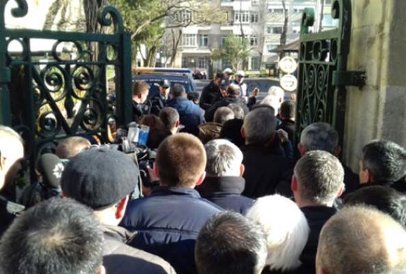 Münir Özkul'un cenazesine katılmak için halk kuyruğa girdi
