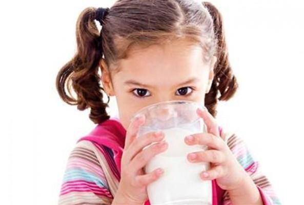 Çocuğa günde 2 bardak süt şart