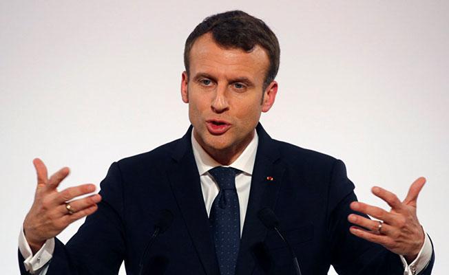 Macron, Fransa'daki İslam'ı yeniden yapılandırmaya soyundu
