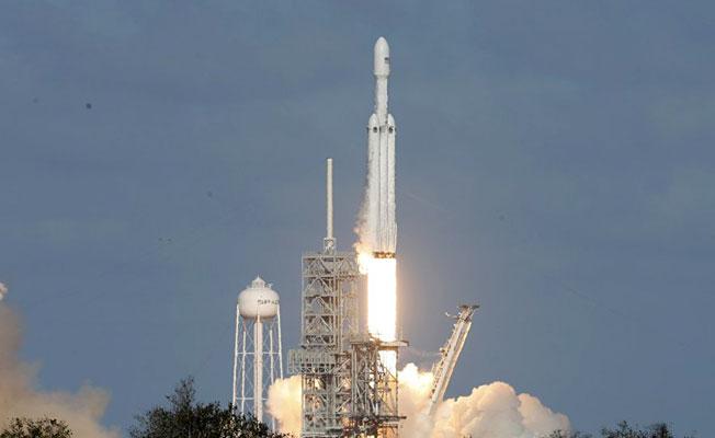 SpaceX, Falcon Heavy roketini böyle fırlattı