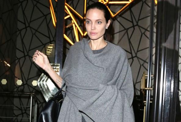 Yeniden doğan Angelina Jolie, güzelliğiyle büyülüyor