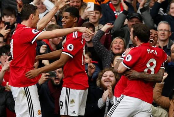 Manchester United, Liverpool'u puansız gönderdi
