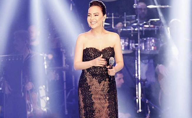 Ebru Gündeş'in elbise 50 bin liraya satıldı