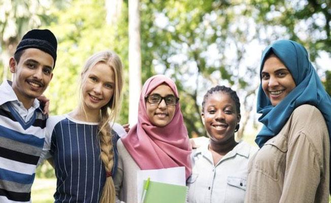 İngiltere'deki Müslümanlar Tehdite Karşı Camilere Sahip Çıktı