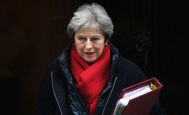 Theresa May kabinesi Suriye'ye askeri harekatı tartışacak