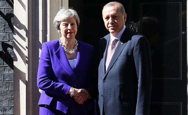 Erdoğan, Kraliçe II Elizabeth ve Başbakan May İle Görüştü