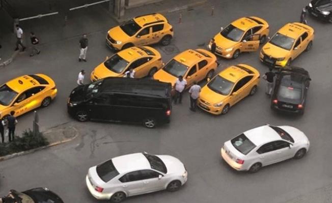 Taksiciler UBER aracının önünü kesti ile ilgili görsel sonucu