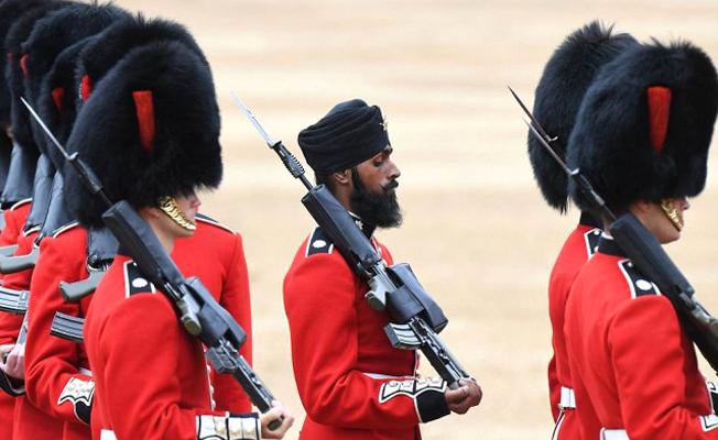 Hindistanlı asker, Kraliçe Elizabeth'in doğum günü töreninde tarihe geçti