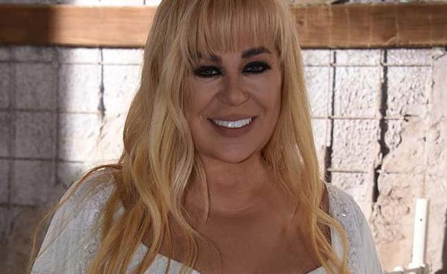 Ünlü şarkıcı Zerrin Özer hastaneye kaldırıldı