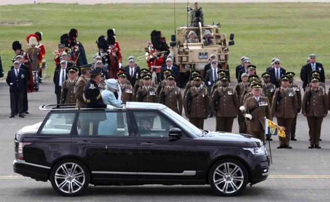 Kraliçe'nin ziyaret ettiği kışlada grup cinsel ilişki skandalı