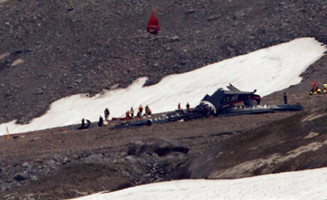 İsviçre'de uçak düştü, 20 kişi hayatını kaybetti