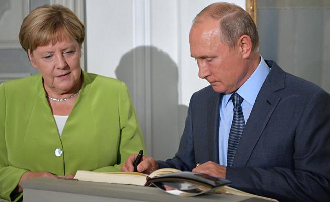 Putin ile Merkel Berlin'de görüştü