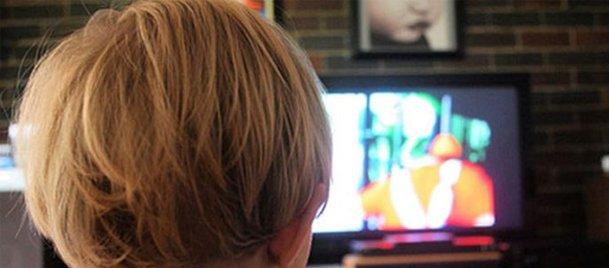 İki yaş altı çocuklar için ekran tehlikesi