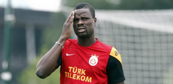 Galatasaraylı Emmanuel Eboue'den çarpıcı...