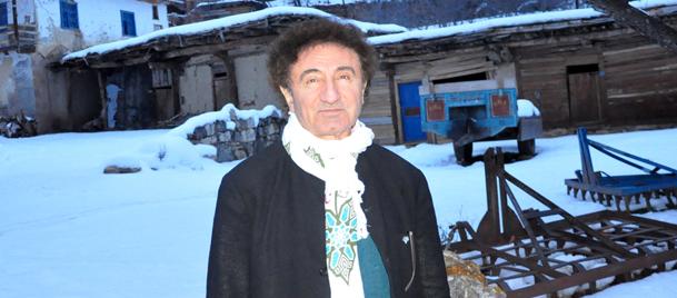Hüseyin Özer 50 yıl sonra gittiği köyünde gözyaşlarını tutamadı