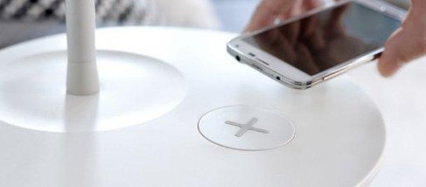 IKEAdan kablosuz telefon şarj eden mobilya