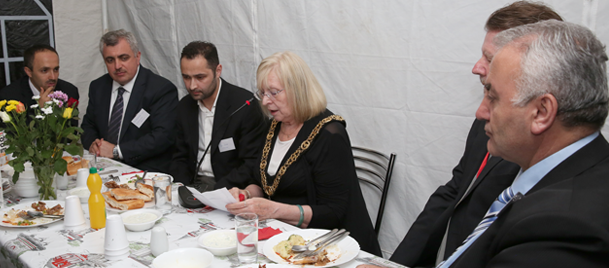 İngiliz politikacılar Londrada iftar çadırında