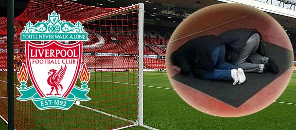 Liverpool, statta namaz kılan taraftarlarına...