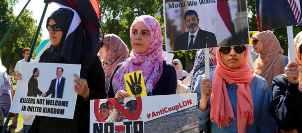 Sisinin İngiltereye daveti Londrada protesto edildi