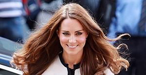 Kraliçe istedi, Kate saçlarına kıydı