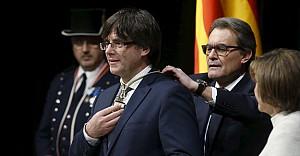 Katalonya Başkanı Nazım'ın şiiriyle başladı