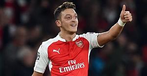 Mesut Özil, ayın futbolcusu seçildi