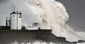 Imogen fırtınası Britanya'da hayatı felç etti