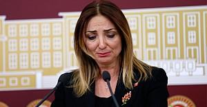 Aylin Nazlıaka'yı ağlattılar!